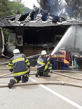 Feuerwehr, Hütte in Brand, Michelhofen (Bild: Feuerwehr Micheldorf)
