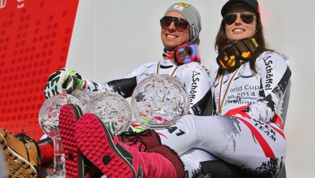 Am Karriere-Höhepunkt: Anna Veith nach ihrem zweiten Weltcup-Gesamtsieg mit Jahrgangs-Kollege Marcel Hirscher in Meribel 2015. (Bild: Christof Birbaumer)