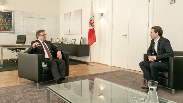 LH Günther Platter im Austausch mit Bundeskanzler Sebastian Kurz. (Bild: Land Tirol)