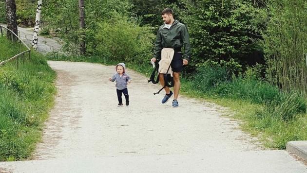 Eishockey-Spieler Andrew Kozek genießt mit seiner Familie die Kärntner Natur. (Bild: ZVG)