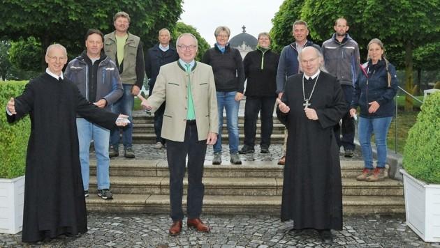 Landesvize Stephan Pernkopf (Mitte) ließ es sich nicht nehmen, gestern bei der Wiedereröffnung seines geliebten Stifts (Bild links) in Melk persönlich mit dabei zu sein. (Bild: Crepaz Franz)