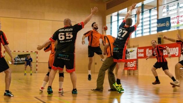 Körperkontakt - so wie 2019 - gab's heuer beim Handball-Marathon nicht. Trotzdem wurde eifrigst gespendet. (Bild: Markus Ottisch)