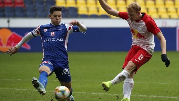 Der Salzburger Blau-Weiß-Linz-Profi Michael Brandner (li.), hier im Spiel gegen seinen Ex-Klub FC Liefering (re. Nicolas Seiwald). (Bild: Tröster Andreas)