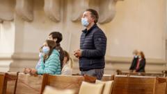 Das Tragen von Mundschutz bei Gottesdiensten ist Pflicht. (Bild: Markus Tschepp)
