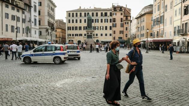 Am Campo di Fiori in Rom sind die Straßen bereits belebt. (Bild: AFP)