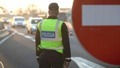 Kontrolle bei der Einreise nach Slowenien (Bild: AFP)