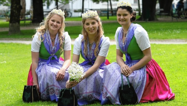Königin Sabrina Kranabitl (Mitte) mit den beiden Prinzessinnen Romana Moser und Veronika Giselbrecht. (Bild: Juergen Radspieler)