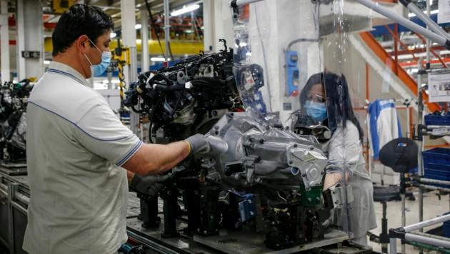Die italienische Regierung will von Fiat für mögliche Staatshilfen Garantien für den Erhalt von Arbeitsplätzen. (Bild: AP)