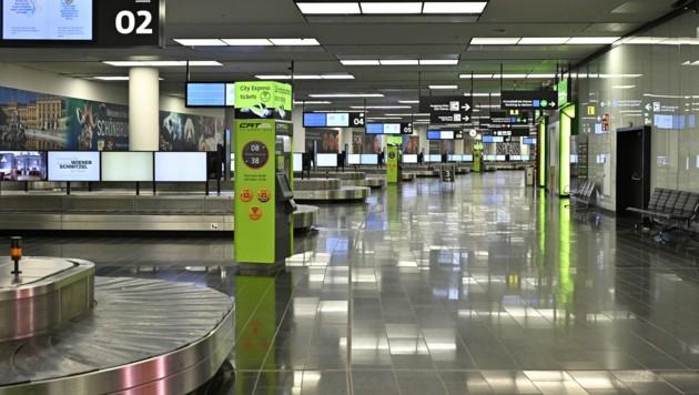 Leere Gepäckausgaben prägen das Bild am Flughafen Wien-Schwechat ... (Bild: APA/HANS PUNZ)