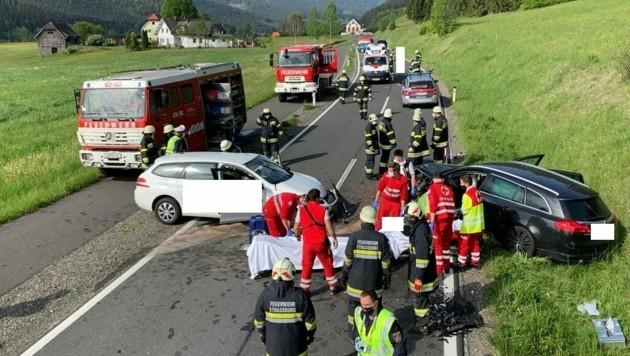 Die Feuerwehren Zweinitz, Weitensfeld, Gurk, Straßburg und Sirnitz standen im Einsatz. (Bild: Feuerwehr Straßburg )