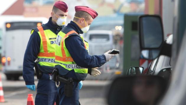 Kontrolle an der österreichisch-ungarischen Grenze (Bild: AFP)