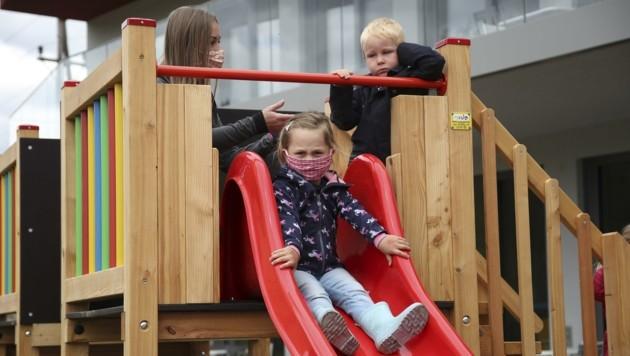 Abstandsregeln, Masken und ständiges Desinfizieren sind an Kindergärten kaum umsetzbar, warnen Pädagogen. (Bild: Tröster Andreas)