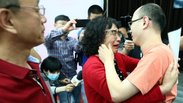 Da blieb so manches Auge auch bei den anwesenden Journalisten nicht trocken. (Bild: APA/AFP/STR)