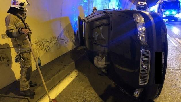 Der Unfall-PKW im Hiefler-Tunnel. (Bild: FF Golling)