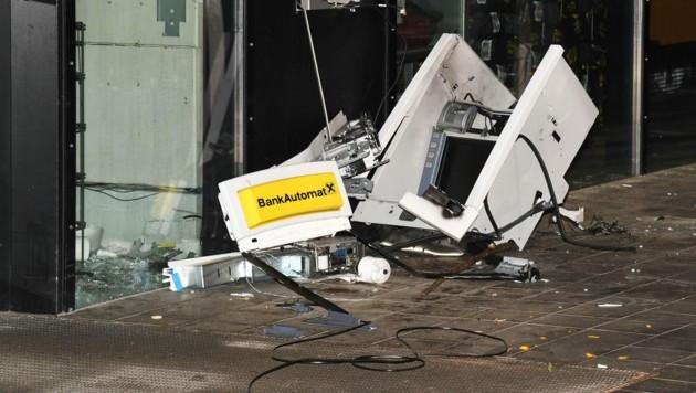 In Hopfgarten im Brixental (Tirol) wurde bei einem Lebensmittelmarkt ein Bankomat gesprengt. (Bild: APA/ZOOM.TIROL)