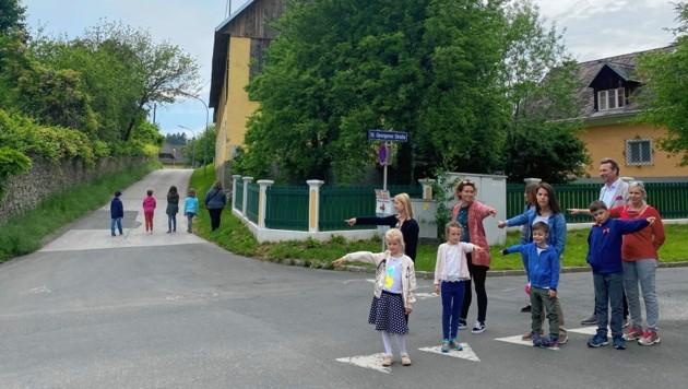 Hier wäre die Stelle, an der der Bus die Schüler rauslassen könnte. Die Gefahr wäre geringer. (Bild: Elisa Aschbacher)
