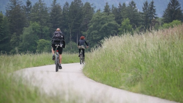 Gefährlich beliebte Ischlerbahntrasse: Radfahrer und Fußgänger teilen sich schmale Strecke (Bild: Tröster Andreas)