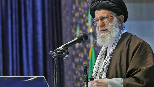 """Ayatollah Ali Khamenei will """"jede Nation oder Gruppe, die gegen das zionistische Regime ist und es bekämpft, unterstützen"""". (Bild: APA/AFP/KHAMENEI.IR/HO)"""