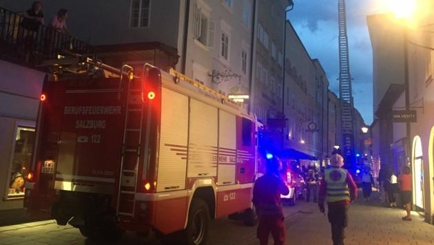Großaufgebot in der Linzergasse. (Bild: Camera Suspicta / Susi Berger)