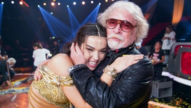 """Lili Paul-Roncalli gewinnt """"Let's Dance"""". Ihr Vater Bernhard Paul gratuliert als einer der Ersten. (Bild: RTL/TVNOW)"""