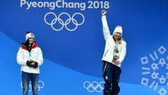Anna Veith mit ihrer Silbermedaille neben Olympiasiegerin Ester Ledecka, anno 2018 (Bild: APA/HANS KLAUS TECHT)