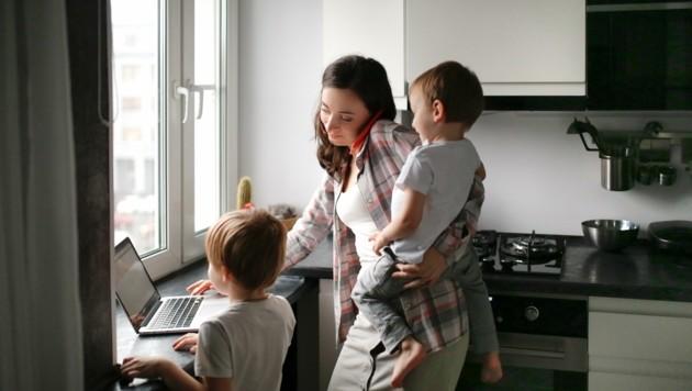 Die Politik hat sich erfolgreich darauf verlassen, dass Frauen die Mehrarbeit zu Hause leisten. (Bild: www.natasha-lebedinskaya.com)