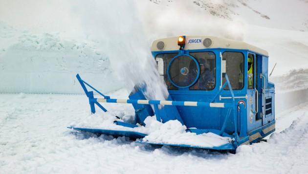 Mehr als 400.000 Kubikmeter Schnee mussten heuer bewegt werden. (Bild: grossglockner.at/Franz Neumayr )