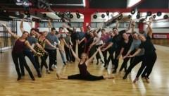Die neue Showformation des Tanzvereins hätte im Frühjahr ihren ersten Auftritt haben sollen. Diese Aufnahme entstand vor Ausbruch des Virus. (Bild: 1. Tiroler Turniertanzklub Gold Weiss Innsbruck)