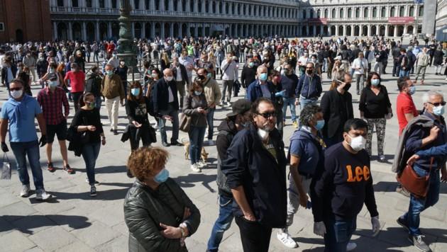 Ladenbesitzer in Venedig protestierten gegen den Lockdown in Italien. (Bild: AFP)