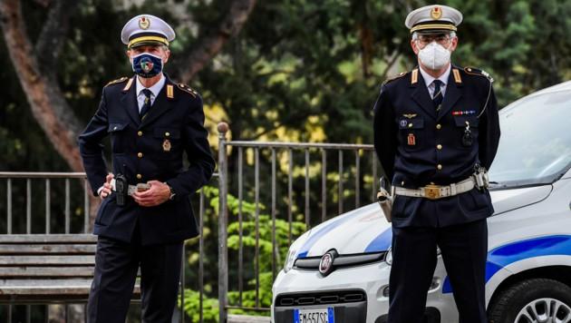 Strenge Polizei in Rom (Bild: AFP)