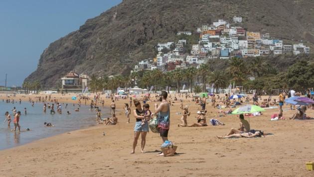 Auch auf der Kanareninsel Teneriffa tummeln sich bereits die ersten Touristen. (Bild: AFP)