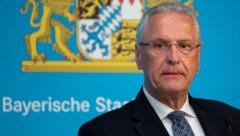 Der bayrische Innenminister Joachim Herrmann droht dem Nachbar-Bundesland Thürigen mit Gegenmaßnahmen. (Bild: AFP)