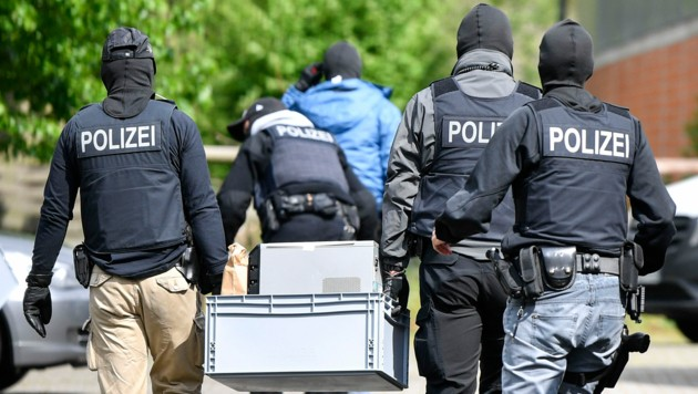 Die deutsche Polizei durchsuchte Wohnungen von mutmaßlichen Mitgliedern der Reichsbürger-Bewegung. (Bild: AP)