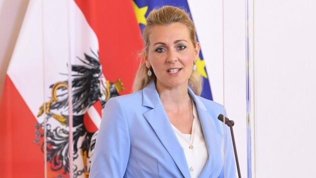 Arbeitsministerin Christine Aschbacher (ÖVP) (Bild: APA/Helmut Fohringer)