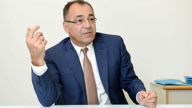Norbert Draskovits (60) ist Geschäftsführer des Linzer Flughafens.