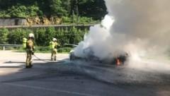 34 Einsatzkräfte der Feuerwehr löschten den Brand. (Bild: Freiwillige Feuerwehr Schwarzach)