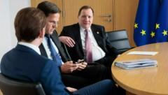 Sebastian Kurz mit den Premiers der Niederlande, Mark Rutte, und von Schweden, Stefan Löfven (Bild: AFP)