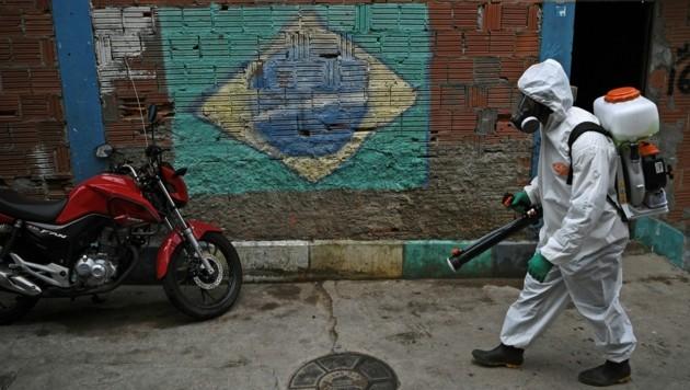 Straßen werden desinfiziert. (Bild: AFP)