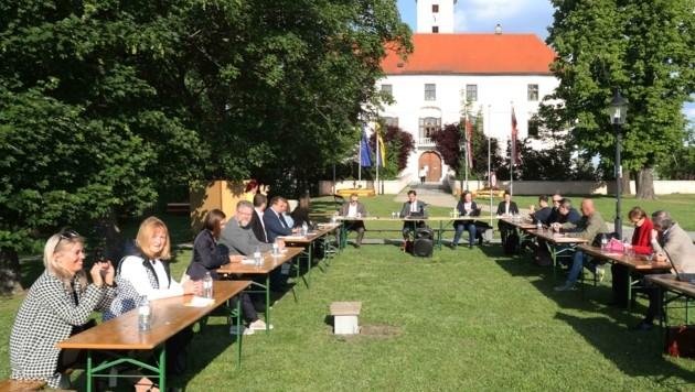 Im Schlosspark von Vösendorf wurde nun fleißig gearbeitet (Bild: Judt Reinhard)