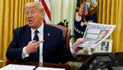 Seit einem Faktencheck, bei dem ein Tweet Donald Trumps durchgefallen war, schießt der US-Präsident scharf gegen das soziale Medium. Ein Dekret ist nun die Folge. (Bild: AP)