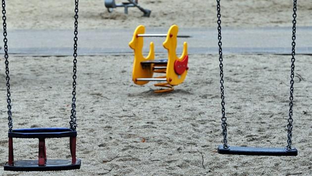 In den Kindergärten in fünf Bezirken wird´s nun sehr ruhig (Bild: APA/dpa-Zentralbild/Matthias Hiekel)