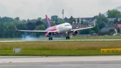 Salzburg, Salzburg Airport Flughafen, Wizzair Wizz Air landet erstmals in Salzburg - (Bild: Markus Tschepp)