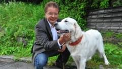 Tierfreund Rudi Anschober mit Hund (Bild: Horst Einöder)