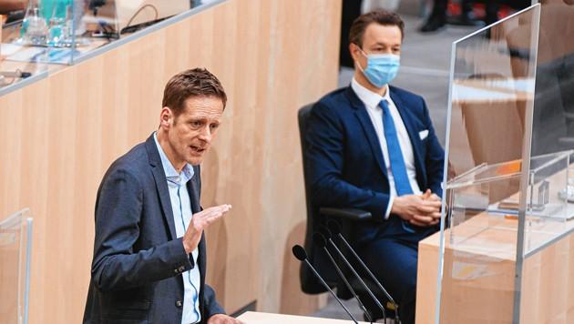 SPÖ-Finanzsprecher Kai Jan Krainer deckte einen groben Formalfehler auf, der Finanzminister Gernot Blümel (ÖVP) ziemlich schlecht dastehen ließ - nun schießt die Volkspartei zurück. (Bild: EXPA/Florian Schroetter)