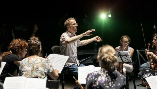Alfredo Bernardini dirigiert die styriarte-Eröffnung in der List-Halle (Bild: NikolaMilatovic)