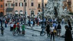 Piazza Navona in Rom: Ab Mittwoch dürfen sich die Italiener innerhalb des Landes wieder frei bewegen. (Bild: AP)