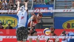 Julian Hörl (M.) stand mit Partner Tobias Winter seit acht Monaten nicht mehr im Turniereinsatz (Bild: F. Pessentheiner)