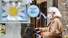 Die nun gestrichene Zehn-Quadratmeter-Regel galt bisher in Kundenbereichen von Geschäften. (Bild: APA/BARBARA GINDL)