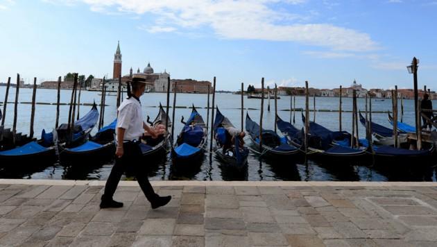 Auch die Gondolieri in Venedig hoffen auf Gäste aus dem Ausland. (Bild: AFP)