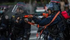 Polizisten in Minneapolis schossen mit Gummigeschossen auf zwei Journalisten und verletzten sie dabei. (Bild: AFP )